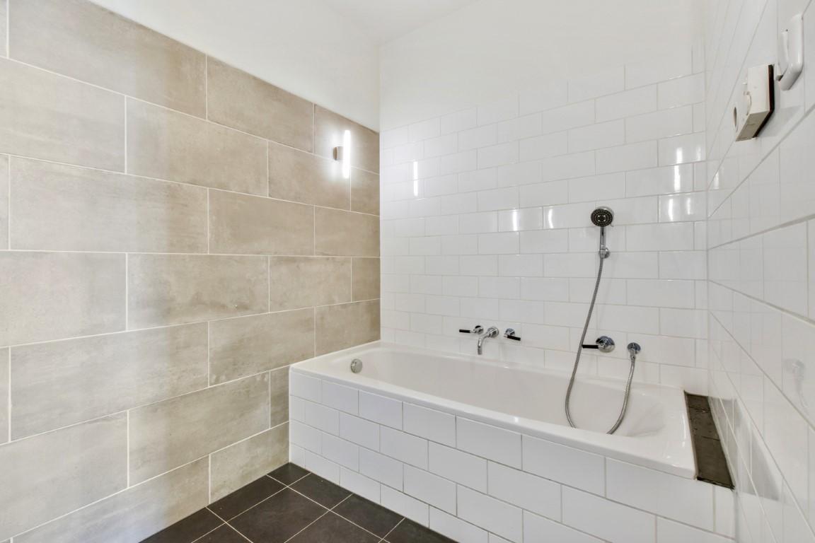 Valeriusstraat 200 Hs 1075 GJ, Amsterdam, Noord-Holland Nederland, 4 Bedrooms Bedrooms, ,2 BathroomsBathrooms,Apartment,For Rent,Valeriusstraat 200 Hs,1291