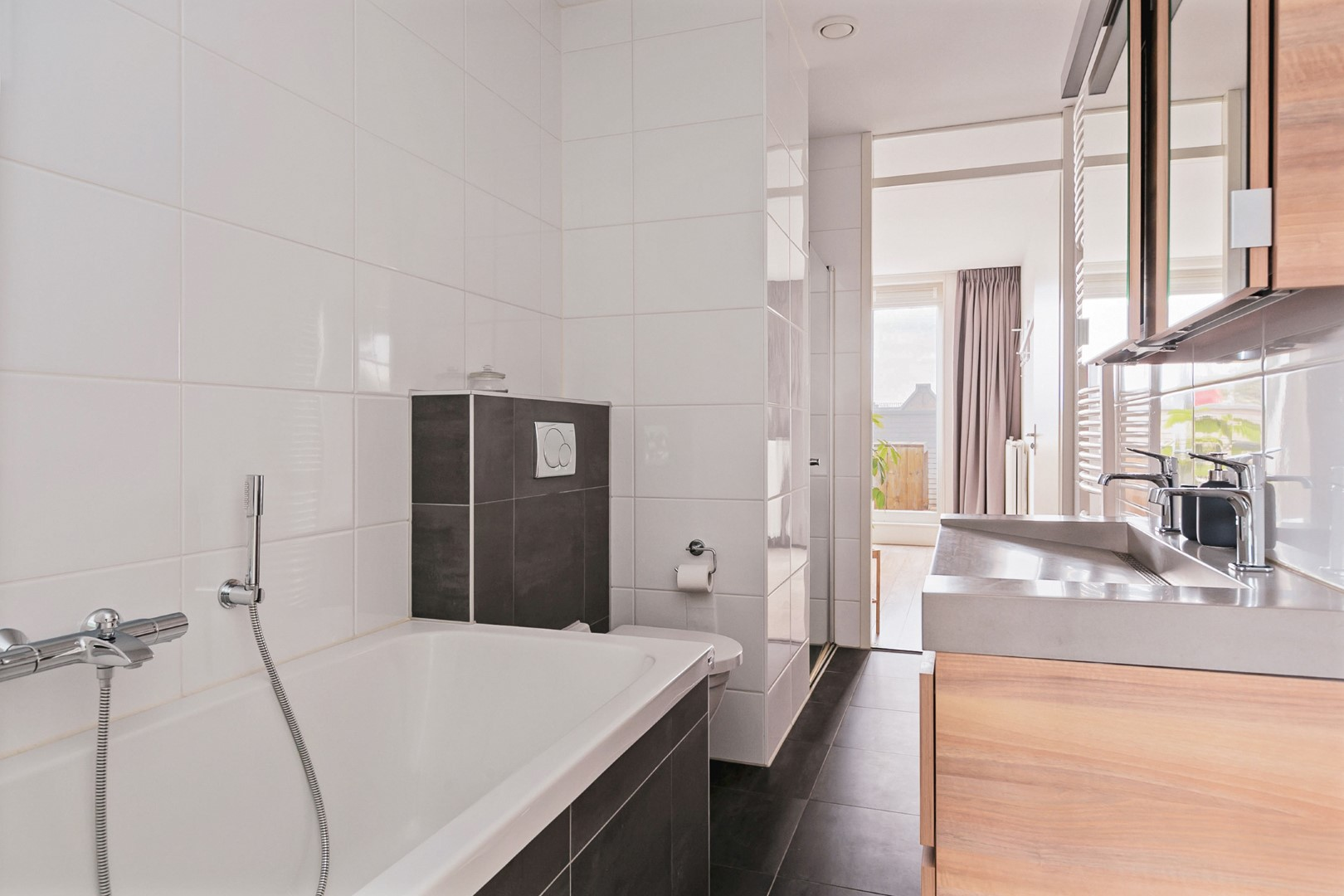 Eerste Jan van der Heijdenstraat 131 G, Amsterdam, Noord-Holland Nederland, 2 Bedrooms Bedrooms, ,1 BathroomBathrooms,Apartment,For Rent,Eerste Jan van der Heijdenstraat,4,1306