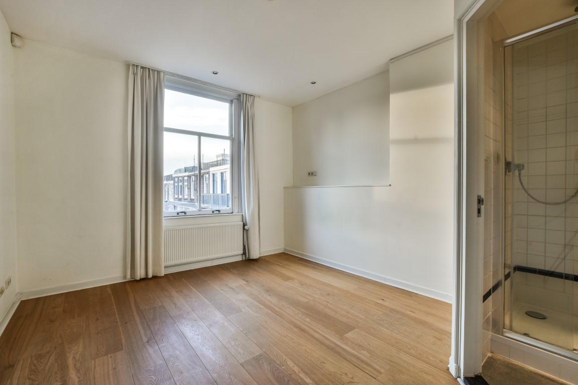 Cornelis Schuytstraat 42-II, Amsterdam, Noord-Holland Netherlands, 4 Slaapkamers Slaapkamers, ,2 BadkamersBadkamers,Appartement,Huur,Cornelis Schuytstraat,2,1349