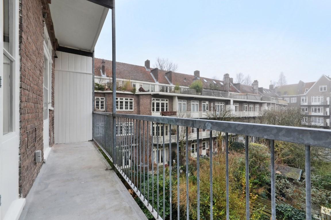 Titiaanstraat 33-II, Amsterdam, Noord-Holland Nederland, 5 Slaapkamers Slaapkamers, ,2 BadkamersBadkamers,Appartement,Huur,Titiaanstraat,2,1357