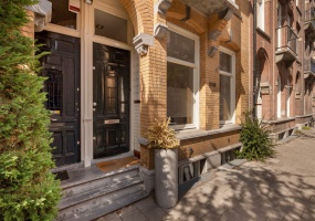 Valeriusstraat 110-huis, Amsterdam, Noord-Holland Nederland, 6 Bedrooms Bedrooms, ,2 BathroomsBathrooms,Apartment,For Rent,Valeriusstraat,1367