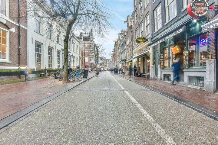 Haarlemmerstraat 58-II, Amsterdam, Noord-Holland Nederland, 2 Slaapkamers Slaapkamers, ,1 BadkamerBadkamers,Appartement,Huur,Haarlemmerstraat,2,1370