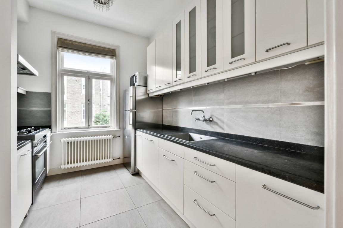 Koninginneweg 275 boven, 1075 CV, Amsterdam, Noord-Holland Nederland, 4 Bedrooms Bedrooms, ,1 BathroomBathrooms,Apartment,For Rent,Koninginneweg,2,1402