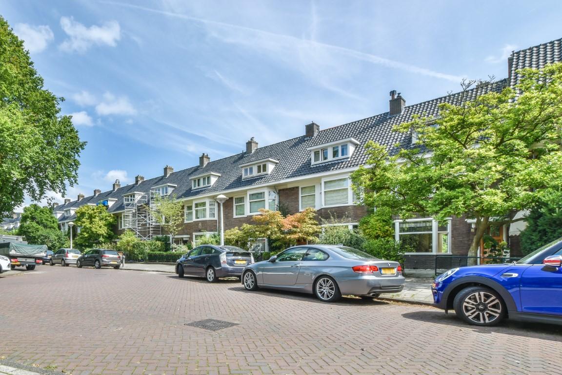 Holbeinstraat 39 1077 VC, Amsterdam, Noord-Holland Nederland, 7 Slaapkamers Slaapkamers, ,3 BadkamersBadkamers,House,Huur,Holbeinstraat,1072